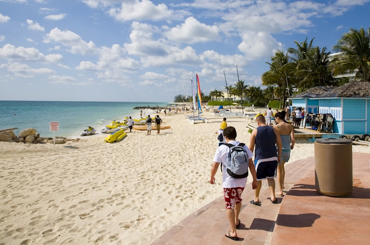 Tourists-Arriving-at-the-Beach-740