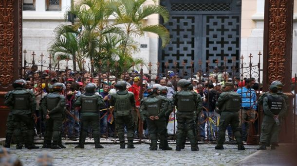 Venezwela sanble douvan kawbe plodari-politik (TeleSur)